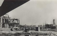 PBK-2937 Gezicht op de door het Duitse bombardement van 14 mei 1940 getroffen omgeving van het Hofplein. Als gevolg van ...