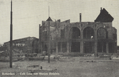 PBK-2938 Gezicht op de door het Duitse bombardement van 14 mei 1940 getroffen station Hofplein en café-restaurant Loos ...