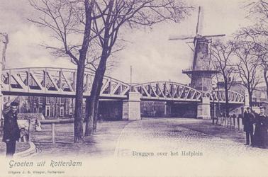 PBK-2947 Gezicht op het Hofplein. Onder het spoorwegviaduct door is het Pompenburgsingel met daarbij de Blauwemolen, ...