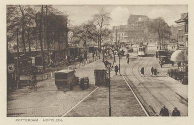 PBK-2989 Gezicht op het Hofplein. Rechts het hoekhuis met het huisnummer 11a, op de achtergrond het Slagveld en het ...