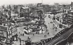 PBK-2991 Hofplein, gezien uit het oosten. Op de voorgrond het spoorwegviaduct van de lijn Rotterdam-Dordrecht. Links de ...