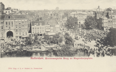 PBK-3008 Gezicht op het Van Hogendorpsplein met het Schielandshuis, uit het westen. Rechts de Grote Pauwensteeg, links ...