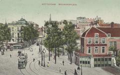 PBK-3047 Overzicht van het Van Hogendorpsplein, uit het westen, rechts café Fritschij. Op de achtergrond het Schielandshuis.