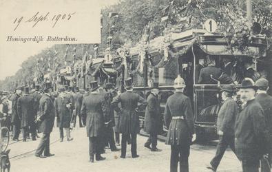 PBK-3071 Bij de herberg In den Rustwat aan de Honingerdijk, vindt op 18 september 1905 de officiele feestelijke opening ...