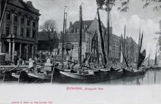 PBK-308 Gezicht op de Delftsevaart. Links het Haagseveer met het hoofdbureau van politie en rechts van het midden de ...