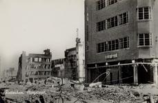 PBK-3155 Gezicht op de door het Duitse bombardement van 14 mei 1940 getroffen warenhuis C & A aan de Hoogstraat bij het ...