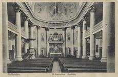 PBK-3173 Interieur van de rooms-katholieke Sint-Laurentiuskerk aan de Houttuin. In het midden het hoofdaltaar.