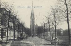 PBK-3176 Hugo de Grootstraat, ter hoogte van de Veemarkt, vanuit het zuiden. Op de achtergrond de rooms-kaholieke kerk ...