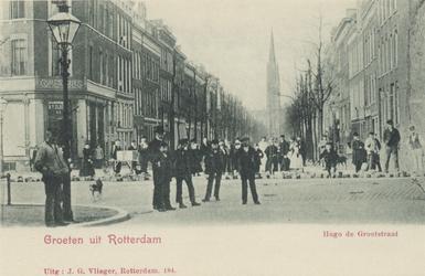 PBK-3180 Hugo de Grootstraat, vanuit het zuiden. Op de achtergrond de rooms-katholiek kerk van de Allerheiligste ...