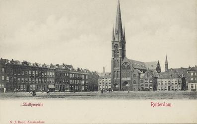 PBK-3183 Hugo de Grootstraat vanaf het veemarktterrein. Rechts op de achtergrond de rooms-katholieke kerk van de ...