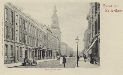 PBK-3194 Jacob Catsstraat, gezien uit het zuiden. Links de Nederlandse Hervormde Noorderkerk. De eerste zijstraat ...
