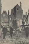 PBK-3219 Werklieden en politieagenten in de Jan Odenschegang tijdens de sloop.