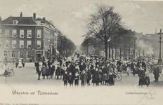 PBK-3230 Jonker Fransstraat, gezien uit het noorden. Links café Lokkerbol. Rechts is een gedeelte zichtbaar van de ...