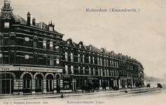 PBK-3308 Gezicht op de Katendrechtselaan. In het pand linksop de hoek van de Rechthuislaan is café Belvedere gevestigd.