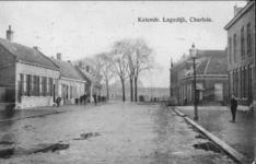 PBK-3315 Katendrechtse Lagedijk uit het noordwesten vanaf de kruising Velgerstraat/Dorpsweg. op de achtergrond de ...