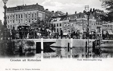 PBK-332 De Binnenwegsebrug als verbinding van het Van Hogendorpsplein rechts met de Oude Binnenweg. Rechts van de brug ...