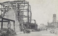 PBK-3342 Gezicht op de door het Duitse bombardement van 14 mei 1940 getroffen Kipstraat. Als gevolg van dit ...