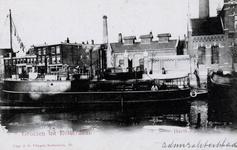PBK-34 Gezicht op de Admiraliteitskade met een vaartuig van de Koninklijke Marine (Havik), uit het zuidoosten.