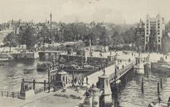 PBK-3474 Koningsbrug over de Oudehaven, vanuit het zuidwesten. Op de achtergrond rechts hotel Smits aan het ...