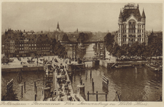 PBK-3500 De Koningsbrug over de Oudehaven, uit het oosten. Op de achtergrond links het Bolwerk, de Jan Kuitenbrug en ...