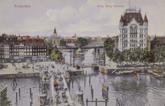 PBK-3504 De Koningsbrug over de Oudehaven, uit het oosten. Op de achtergrond links het Bolwerk, de Jan Kuitenbrug en ...