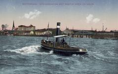 PBK-3514 Een heen en weer bootje op de Koningshaven. Op de achtergrond links de toren van de rooms-katholieke kerk van ...