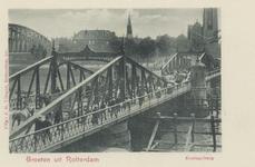 PBK-3523 De Koninginnebrug over de Koningshaven, vanaf de Prins Hendrikkkade. Links de spoorbrug. Op de achtergrond de ...