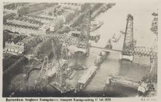 PBK-3595 Overzicht van de Koningshaven tijdens de transport van de brugdelen voor de bouw van de nieuwe Koninginnebrug ...