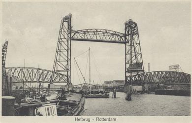 PBK-3603 De spoorweghefbrug over de Koningshaven, vanuit het noordwesten. Op de achtergrond de noodbrug.