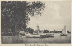 PBK-3632 Schepen op de Kralingse Plas, vanaf de Kralingse Plaslaan. Op de achtergrond molen Het Lam aan de Langekade.
