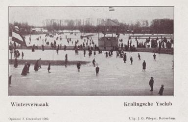 PBK-3653 Mensen op de baan van de IJsclub Kralingen aan de Kralingse Plaslaan.