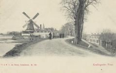 PBK-3757 Schaardijk, uit het oosten. Op de achtergrond de toren van de Maaskerk. Op de plaats waar de molen staat is nu ...