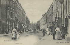 PBK-3781 Kruiskade op de hoek van de Lijnbaanstraat, geheel rechts. Links bij de hoek met de Ammanstraat, bevindt zich ...
