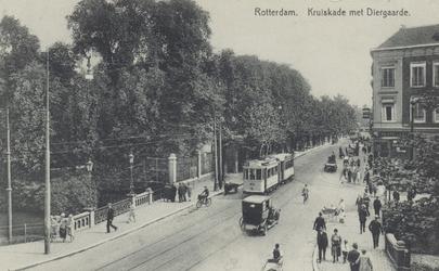 PBK-3790 Kruiskade,vanuit het westen. Links de noordzijde met de Rotterdamsche Diergaarde, rechts de zuidzijde met de ...