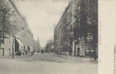 PBK-3802 De Kruisstraat, uit het noorden, vanaf het Stationsplein. Rechts in het midden de ingang van de Rotterdamsche ...