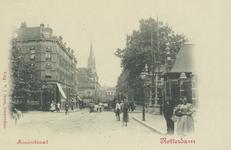 PBK-3806 Kruisstraat met rechts de ingang van de Rotterdamsche Diergaarde, links de Diergaardelaan. Op de achtergrond ...