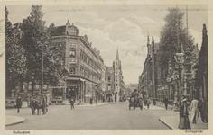 PBK-3807 Kruisstraat met rechts de ingang van de Rotterdamsche Diergaarde, links de Diergaardelaan. Op de achtergrond ...