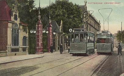 PBK-3818 Twee trams voor de ingang van de Rotterdamsche Diergaarde aan de Kruisstraat.