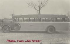 PBK-3828 Een autobus op de Laan van Woudestein in Kralingen.