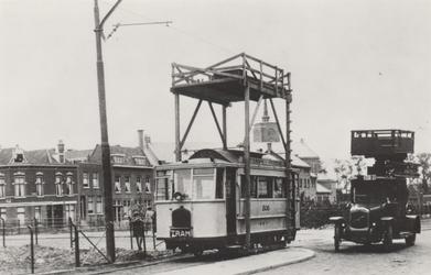 PBK-3846 Tram nummer 506 van de voormalige dienst Rotterdam-Overschie. Ernaast een automobiel met het nummer 3020 met ...
