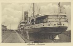 PBK-4003 Schepen aan de Lloydkade. De Rotterdamse Lloyd vestigde zich in het jaar 1908 ten zuiden van de zojuist ...