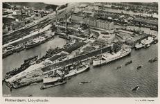 PBK-4007 Luchtopname van de Lloydpier met de terreinen en loodsen van de Koninklijke Rotterdamsche Lloyd, uit het ...
