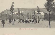 PBK-4019 Lusthofstraat, in oostelijke richting vanaf de Nieuwe Plantage. Links en rechts de terreinen van de ...