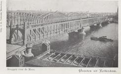 PBK-4105 De Willemsbrug en de spoorbrug over de Nieuwe Maas gezien vanaf de Boompjes, uit het noordwesten. Op de ...