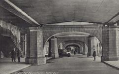 PBK-420 Zicht onder het spoorwegviaduct onder Station Beurs.