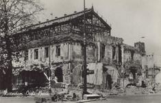 PBK-436 Gezicht op de door het Duitse bombardement van 14 mei 1940 getroffen Beursgebouw, gezien vanaf boekhandel ...