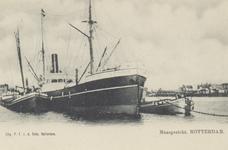 PBK-4376 Diverse schepen op de Nieuwe Maas. Op de achtergrond links het Prinsenhoofd en rechts de Stieltjesstraat.