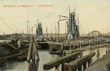 PBK-4444 Elevators voor goederenoverslag in de Maashaven.