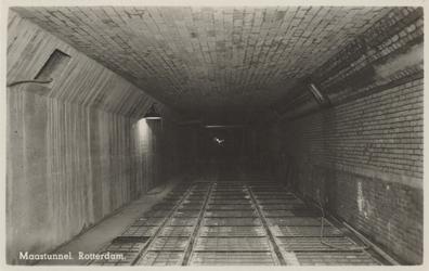 PBK-4523 De binnenkant van de Maastunnel in aanbouw.