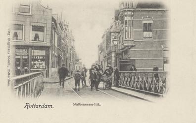PBK-4569 De Mathenesserdijk met links het winkelpand van G.C.'t Hooft scheepsvictualien. Op de voorgrond de ...